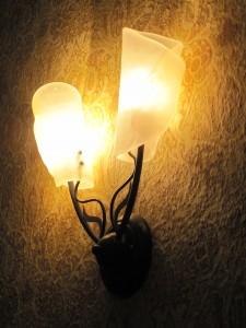 Taulun kartanon lampun myötä valoa pimeään (Kuvaaja: Hanna Hauvala)